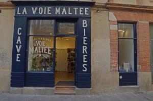 Vitrine de la Voie Maltée, cave à bière à Toulouse